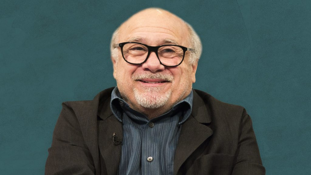 Happy birthday Danny DeVito! 10 fun facts que probablemente no sabías de él - portada ¡Happy Birthday to Danny DeVito! 10 Fun facts que probablemente no conocías sobre el.