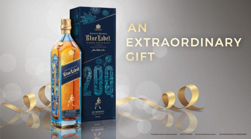 Desde whisky hasta un coffee table book, el mejor kit para regalar esta temporada - an-extraordinary-gift-jw-blue-200th-con-ibc-y-sin-engraving