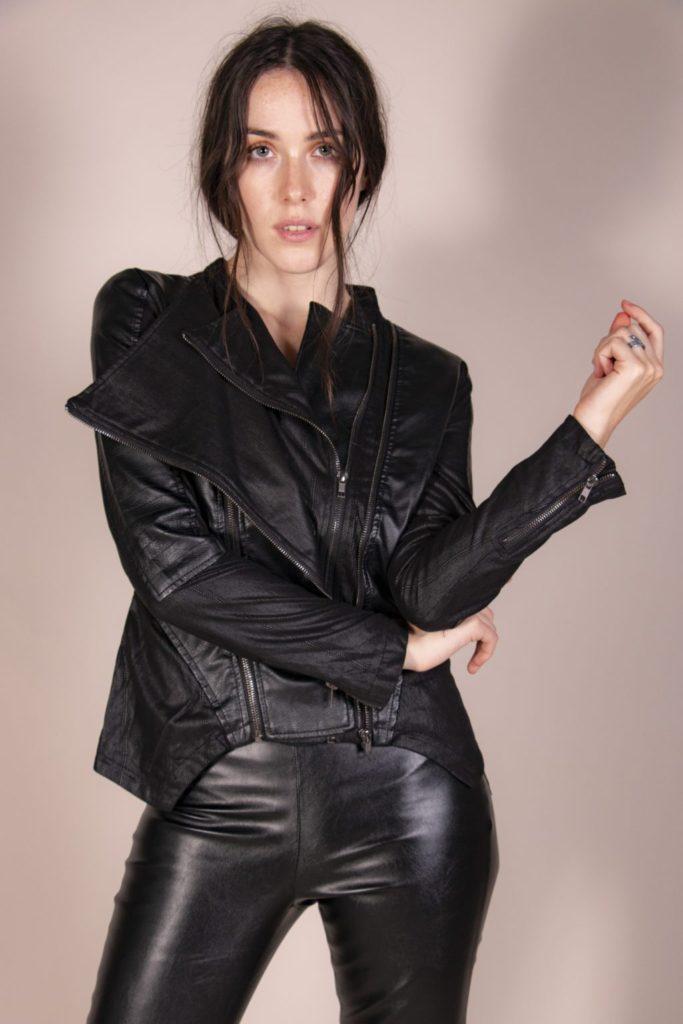 Encuentra el outfit perfecto para tu próximo evento en Roca Boutique - chamarra-doble-cierre-encuentra-el-outfit-perfecto-para-tu-proximo-evento-en-roca-boutique