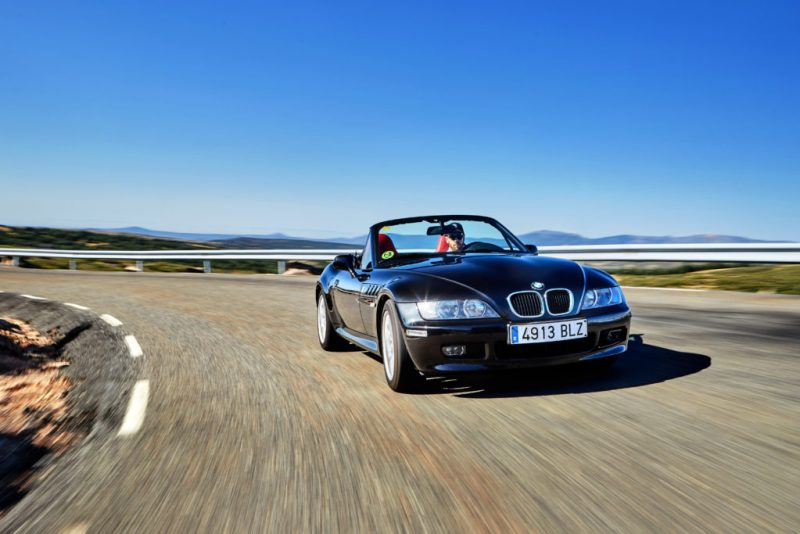 BMW celebra el 25º aniversario del icónico modelo de James Bond, el BMW Z3 - bmw-celebra-el-25-aniversario-del-iconico-modelo-de-james-bond-bmw-z3-google-amazon-bmw-google-james-bond-z3-aniversario-bmw-google-automovil-coche-deportivo-3