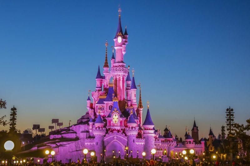15 datos que probablemente no conocías acerca de los castillos de Disney - datos-que-probablemente-no-conocias-acerca-de-los-castillos-de-disney-alrededor-del-mundo-disney-castillos-disney-castles-cinderella-tokyo-shanghai-paris-google-amazon-viajes-navidad-google-disn-7
