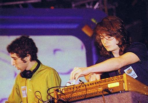 Daft Punk, el legendario dúo de música house, se separa - foto3-daft-punk-el-legendario-duo-de-musica-house-se-separa-napoli-andres-roemer-uv-manchester-united-reina-isabel-uas