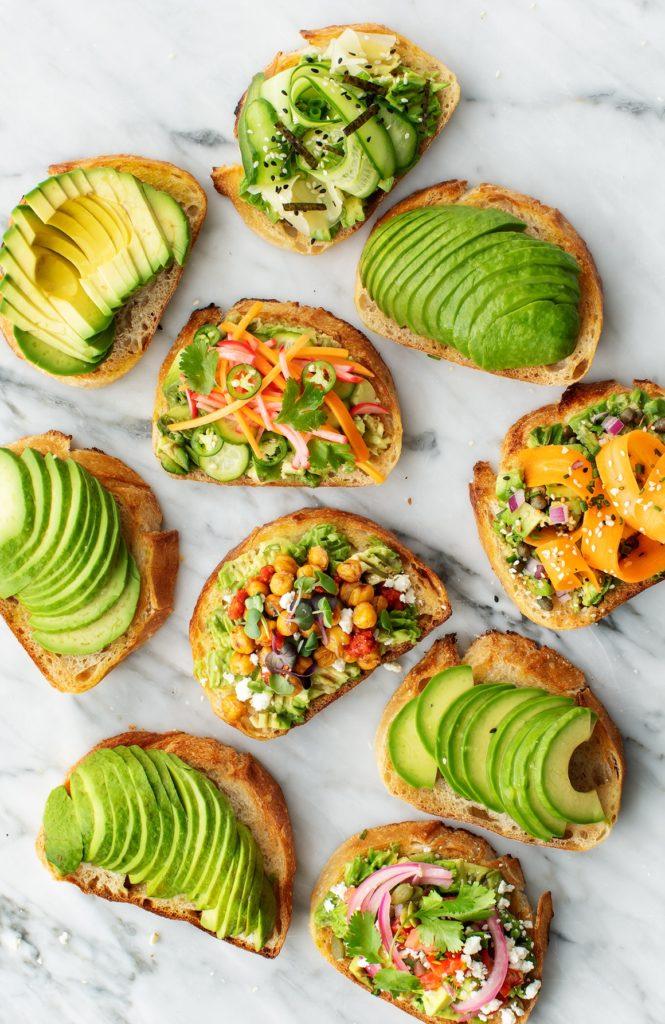 Para todos los healthy foodies: 4 ideas para preparar el desayuno perfecto - healthy-5-min-avo-toast-healthy-foodies-4-ideas-para-complementar-el-desayuno-perfecto-4-ideas-para-complementar-el-desayuno-perfecto-keto-vegano-adelgazar-gluten-free-slim