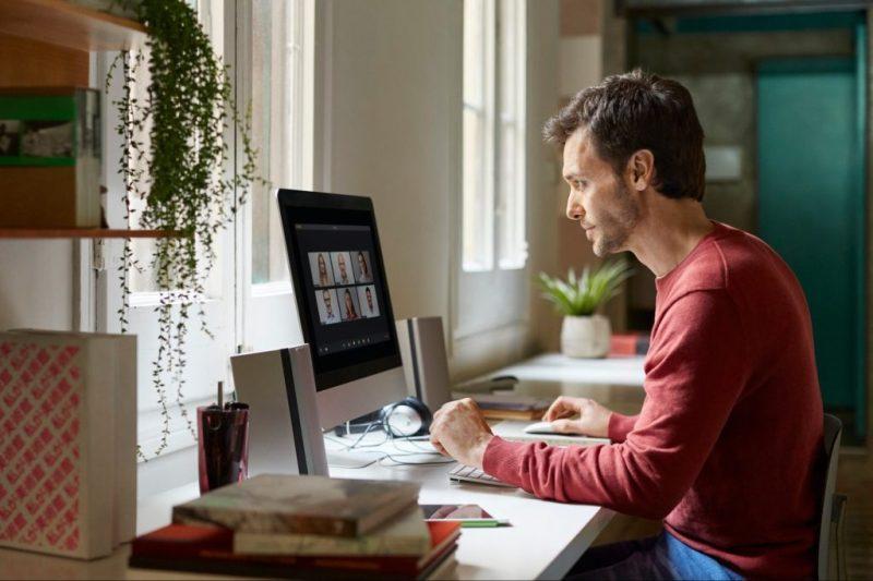 Tendencias del mundo laboral en el 2021 - nuevas-tendencias-en-el-mundo-laboral-constitucion-super-bowl-evan-peters-christopher-plummer-home-office-7