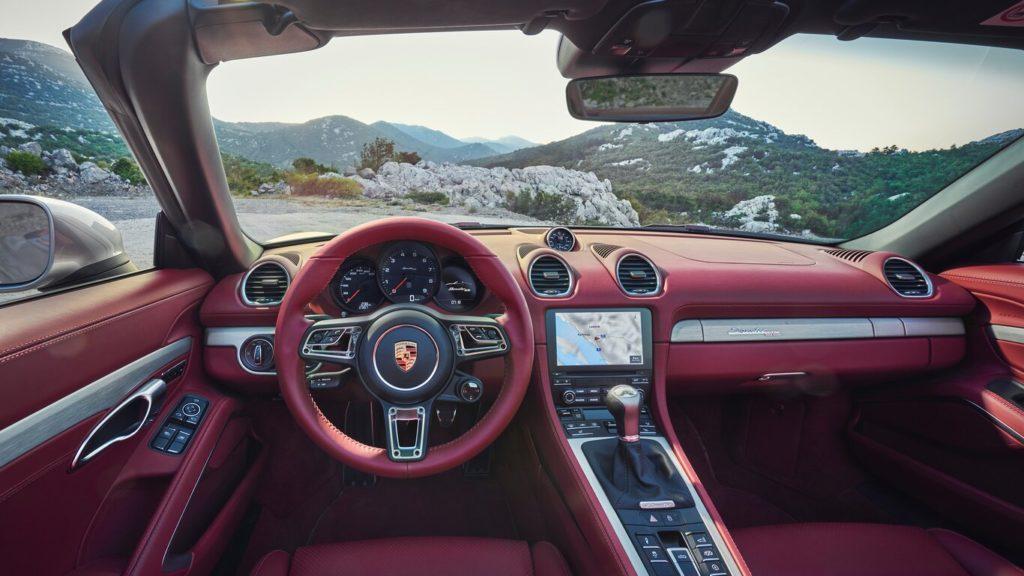 Porsche celebra el 25 aniversario de la familia roadster muy a su manera - porsche-boxster-25-aniversario-gina-carano-bumble-lakers-tilray-stock-mary-wilson-aunt-jemima-4