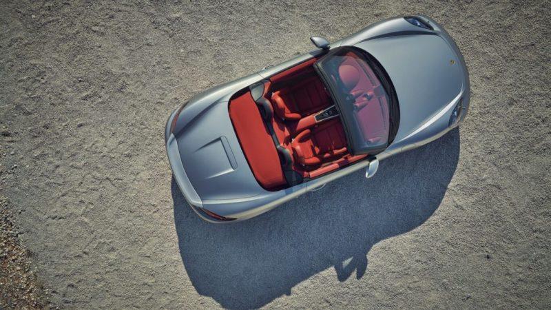 Porsche celebra el 25 aniversario de la familia roadster muy a su manera - porsche-boxster-25-aniversario-gina-carano-bumble-lakers-tilray-stock-mary-wilson-aunt-jemima-5