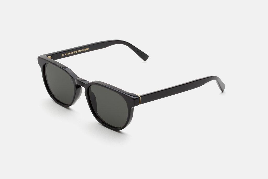 8 productos que necesitas para viajar esta Semana Santa - lentes-de-sol-retrosuperfuture-8-productos-que-necesitas-para-viajar-en-esta-semana-santa