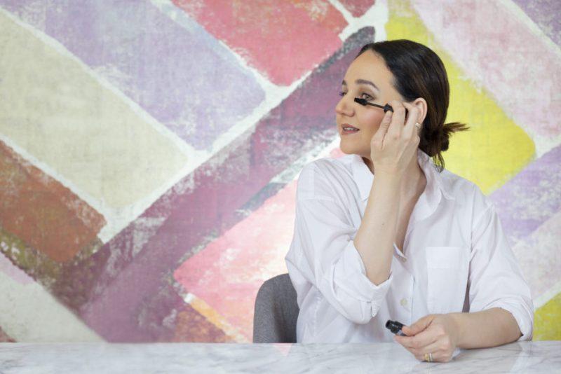 Te presentamos a la renombrada maquillista Ana E. Uribe. ¡No te pierdas sus clases, solo por HOTBOOK Studio! - 9c1a7260r