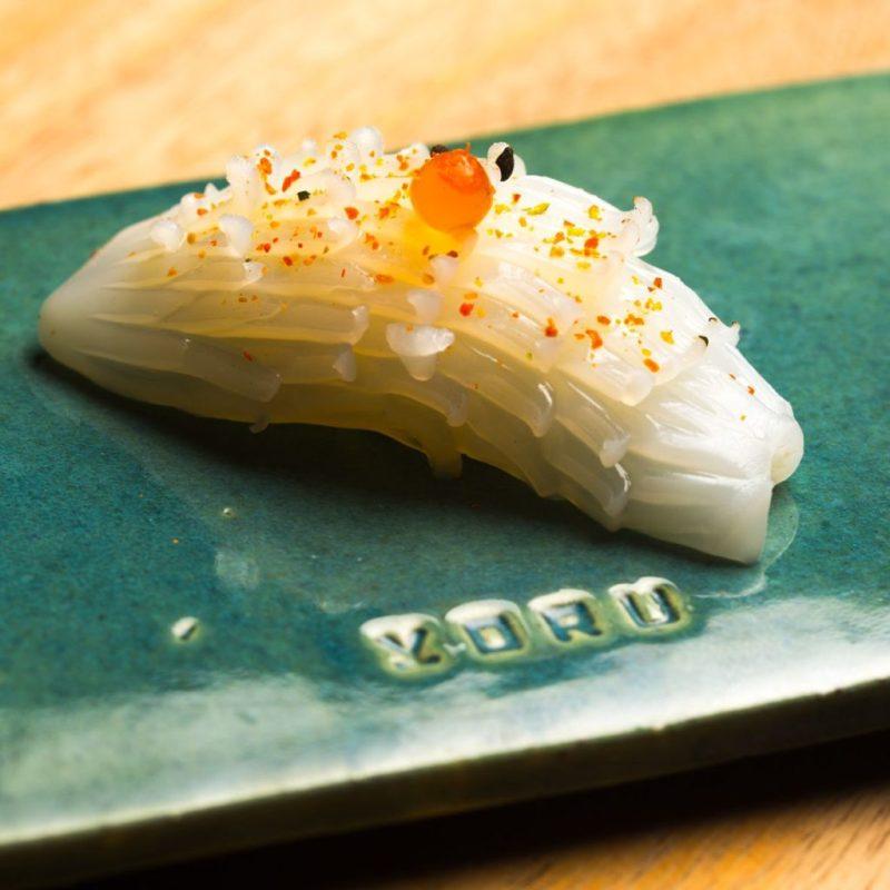 Yoru Handroll and Sushi Bar, una propuesta culinaria japonesa que conquistará tu paladar - foto-4-el-emblema-de-yoru-representa-el-movimiento-de-una-cultura-global-sofisticada-que-esta-siempre-atenta-al-cambio-y-mantiene-la-ciriosidad-al-maximo