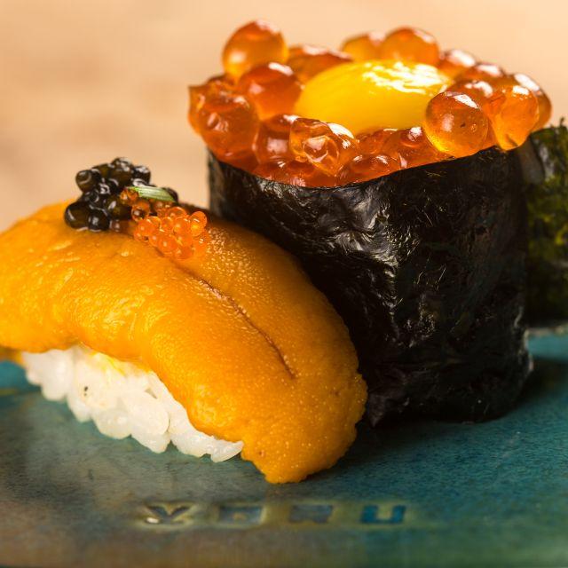 Yoru Handroll and Sushi Bar, una propuesta culinaria japonesa que conquistará tu paladar - foto-5-el-emblema-de-yoru-representa-el-movimiento-de-una-cultura-global-sofisticada-que-esta-siempre-atenta-al-cambio-y-mantiene-la-ciriosidad-al-maximo
