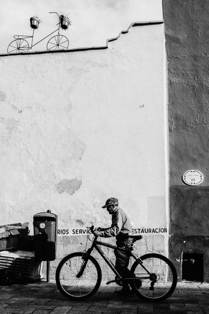 Descubre momentos mágicos y fechorías callejeras de Querétaro y Guadalajara capturados por Hector Muñoz a bordo de Lincoln - superfocalasi-en-la-tierra______6