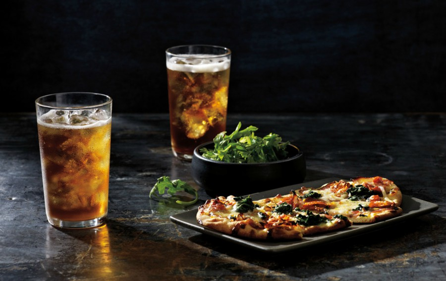 Hot Tea: Beneficios saludables de comer acompañado con té