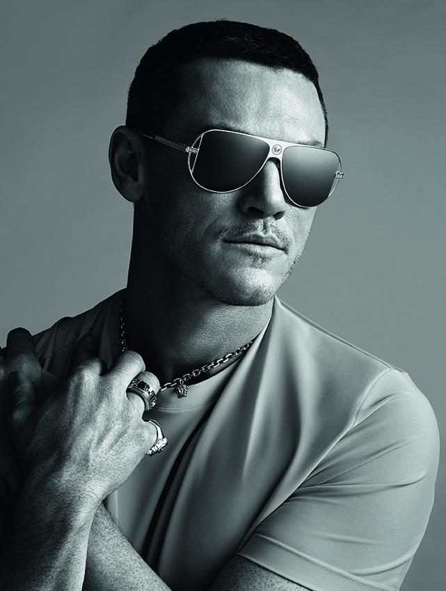 Luke Evans, la nueva cara de los lentes Versace