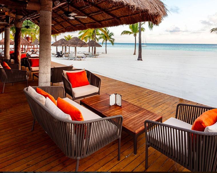 Presidente InterContinental Cancún, una experiencia de lujo y relajación en una de las playas más exclusivas de México - deck-bar
