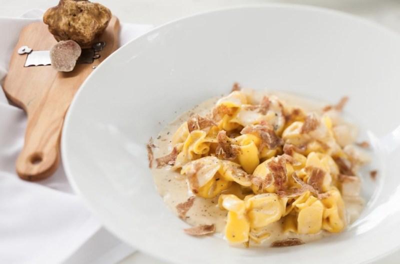 11 restaurantes trendy en Miami para disfrutar este verano - mckitchen-miami-super-bowl