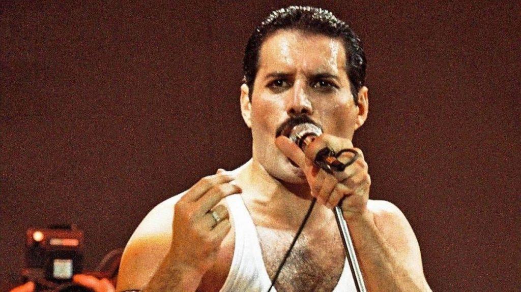 Tus películas favoritas en un mismo lugar, revive la emocionante vida de Freddie Mercury en el Autocinema Platino Cinemex presentado por AT&T