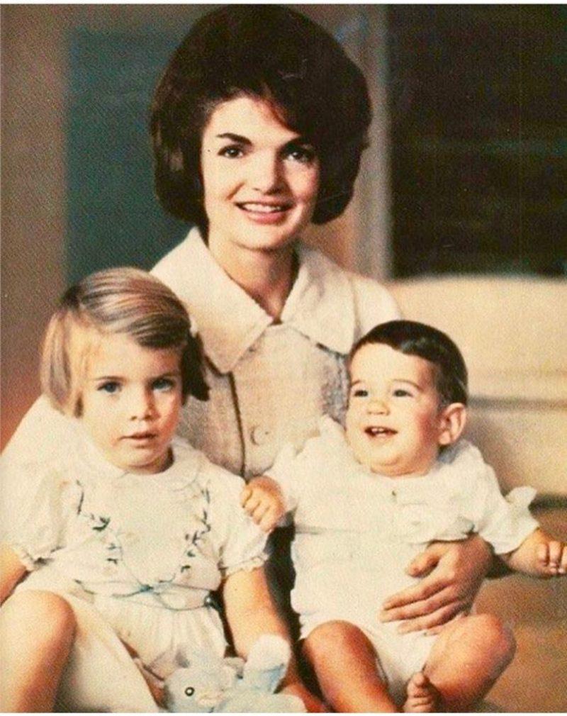 Los outfits más emblemáticos de Jackie Kennedy, ícono de moda - los-outfits-mas-emblematicos-de-jackie-kennedy-un-icono-de-moda-google-instagram-tiktok-google-online-coronavirus-vacuna-google-verano-covid-foto-moda-fashion-icon-15