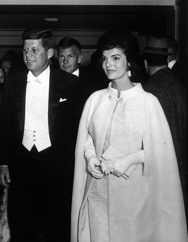 Los outfits más emblemáticos de Jackie Kennedy, ícono de moda - los-outfits-mas-emblematicos-de-jackie-kennedy-un-icono-de-moda-google-instagram-tiktok-google-online-coronavirus-vacuna-google-verano-covid-foto-moda-fashion-icon-5