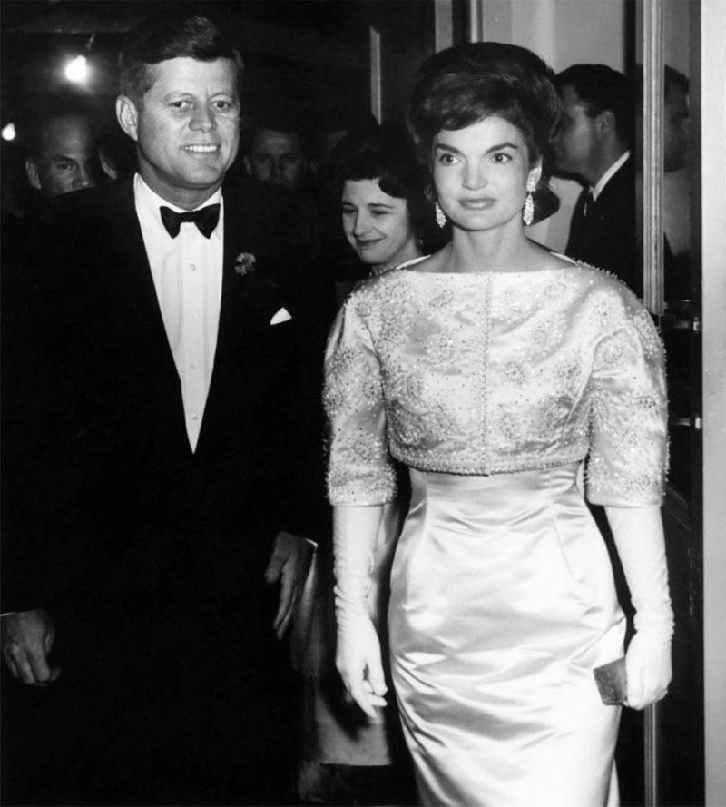Los outfits más emblemáticos de Jackie Kennedy, ícono de moda - los-outfits-mas-emblematicos-de-jackie-kennedy-un-icono-de-moda-google-instagram-tiktok-google-online-coronavirus-vacuna-google-verano-covid-foto-moda-fashion-icon-6