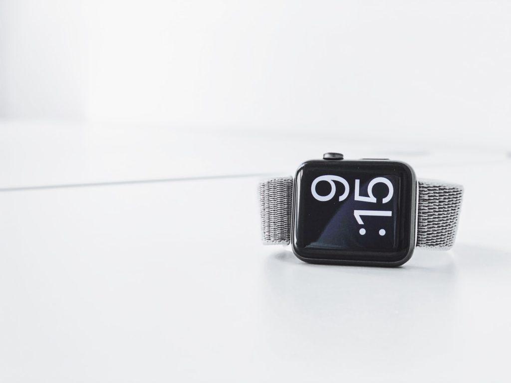 Fitbit y Apple Watch, las nuevas herramientas para detectar el COVID-19