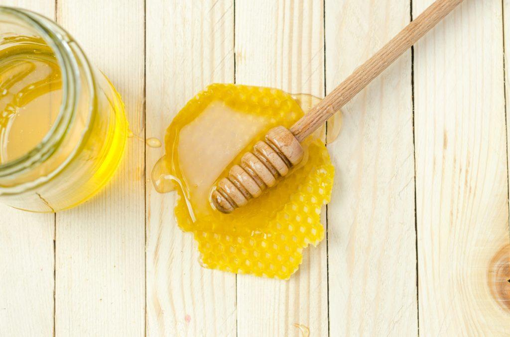 7 beneficios de consumir miel de abeja natural