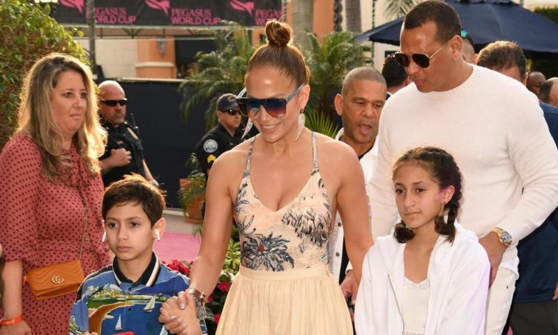 Fun facts de Jennifer Lopez que probablemente no sabías - fun-facts-de-jennifer-lopez-que-probablemente-no-conocias-jennifer-lopez-fitness-routine-workout-rutine-jennifer-lopez-jlo-google-amazon-portada-de-jlo-desnuda-cuepo-de-jlo-en-portada-de-revista
