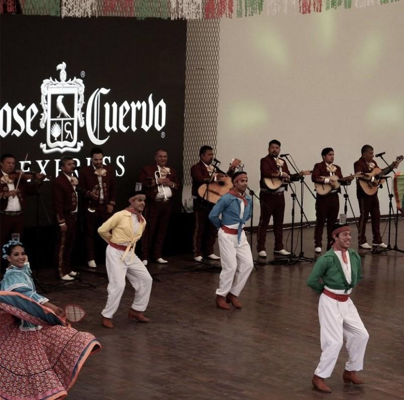 Jose Cuervo Express: un tour por la ruta del tequila - baile-folclorico