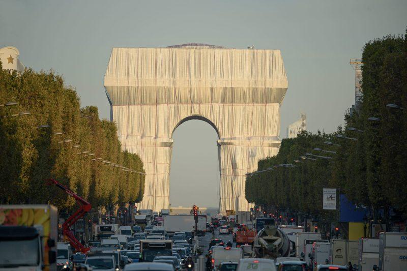 El sueño de Christo: envuelven por completo el Arco del Triunfo en París - e-b9v1bwqaqzyf5-2