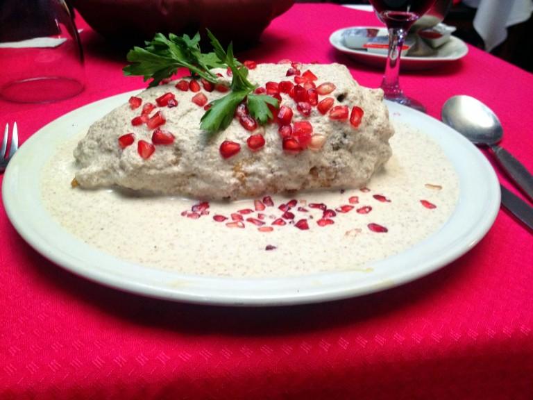 Nuestros chiles en nogada favoritos de esta temporada - los-mejores-chiles-en-nogada-hotbook-hosteria-sto-domingo-1