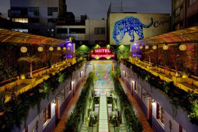 Los mejores rooftop bars para pasar el 15 de septiembre en la CDMX - terraza-hotel-parque-mexico-los-mejores-rooftops-para-pasar-el-15-de-septiembre-en-la-cdmx