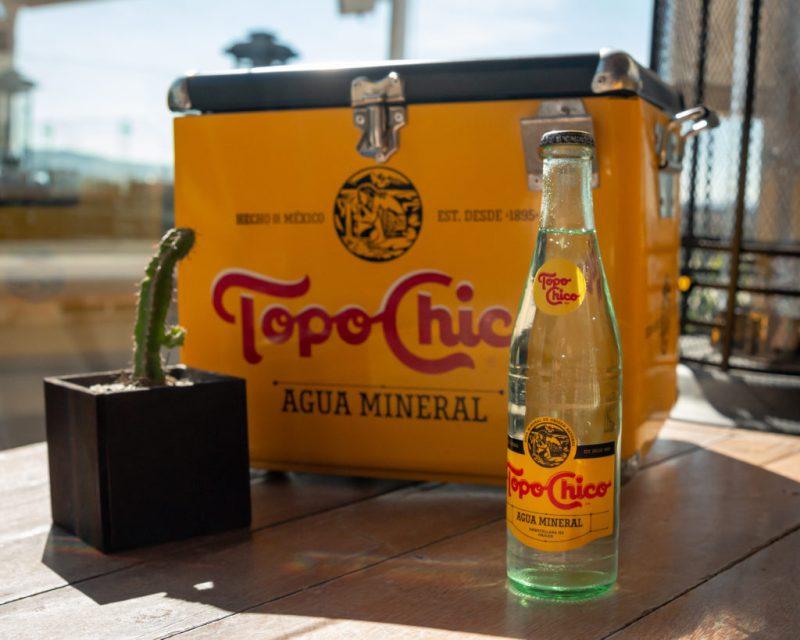 El sabor único y la experiencia de disfrutar una Topo Chico llega a HOTBOOK STUDIO - topochico-sm-15