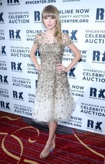 Taylor Swift Feet Celebrity