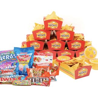 Découvrez notre Pack Nachos & Candies ! Composé de 12 Barquettes, 12 Dips de Sauce cheddar crémeuse, Nachos & confiseries Américaines !