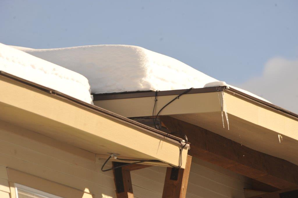 Easily Installed Roof Edge Ice Melt Shingles