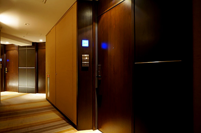 ストリングスホテル東京_客室ドア