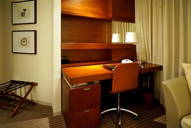 ストリングスホテル東京_ライティングデスク