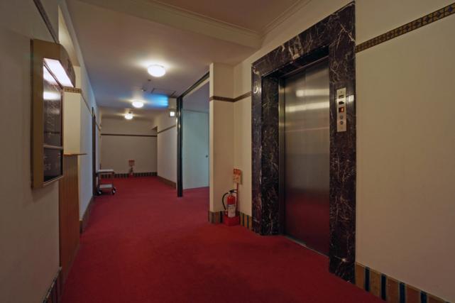 山の上ホテル_エレベーターホール