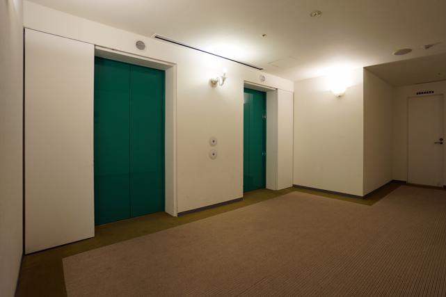 マリーナシティ_客室階エレベーターホール