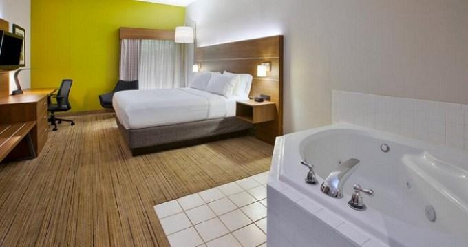 Hot tub suite in Holiday Inn Express Hotel & Suites Cincinnati Northeast-Milford hotel
