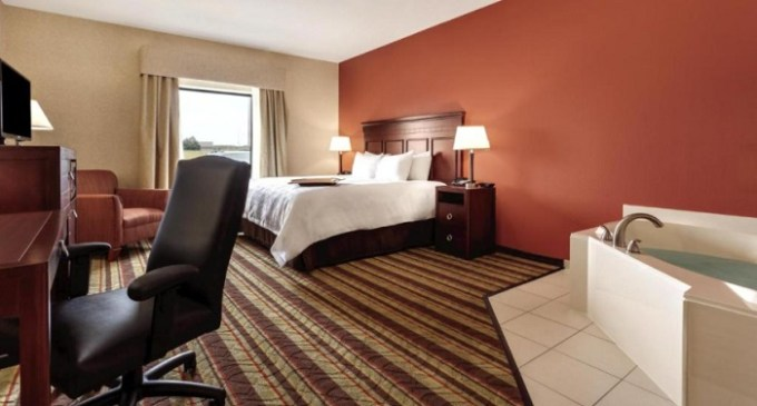 Room with private Whirlpool tub in Hampton Inn Detroit-Southgate hotel
