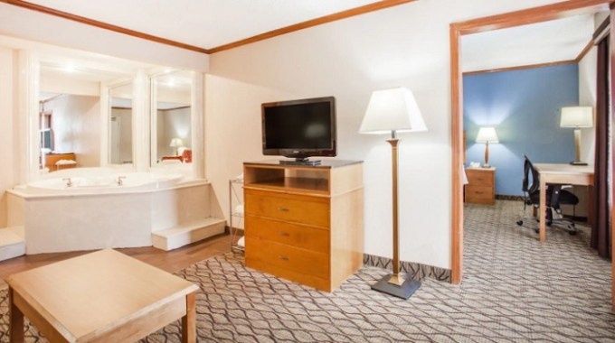 Suite with a private hot tub in the room in Baymont by Wyndham Madison Heights Detroit Area hotel
