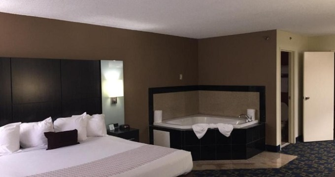 King room with a whirlpool tub in Best Western Southside Hotel & Suites, Jacksonville, FL hotel