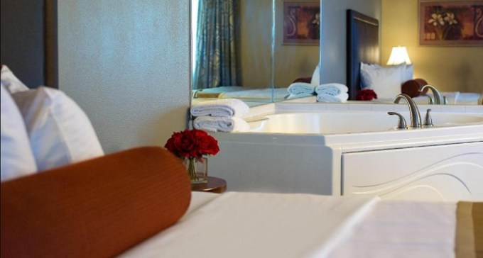 Room with a whirlpool tub in Best Western Plus The Charles Hotel