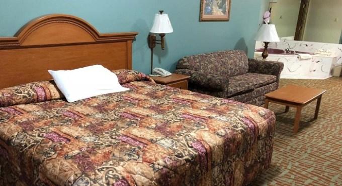 Whirlpool suite in Countryside Suites Omaha, Nebraska
