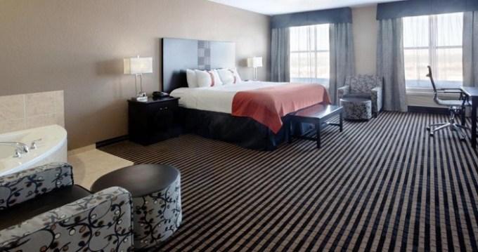 Room with a hot tub in Holiday Inn San Antonio North Stone Oak Area, Texas Hotel