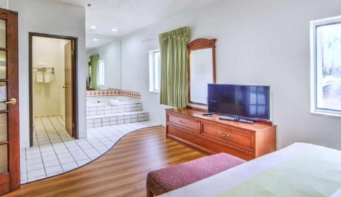 Suite with a hot tub in Motel 6-Dallas, TX - Northwest