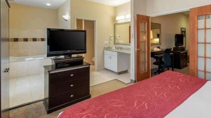Suite with Hot Tub In Comfort Suites Denver Tech Center-Englewood Hotel, CO