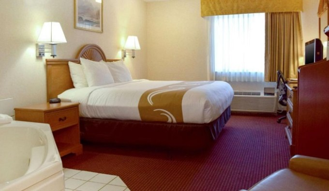 Suite with Hot Tub In Quality Inn Louisville - Boulder Hotel Near Denver, CO