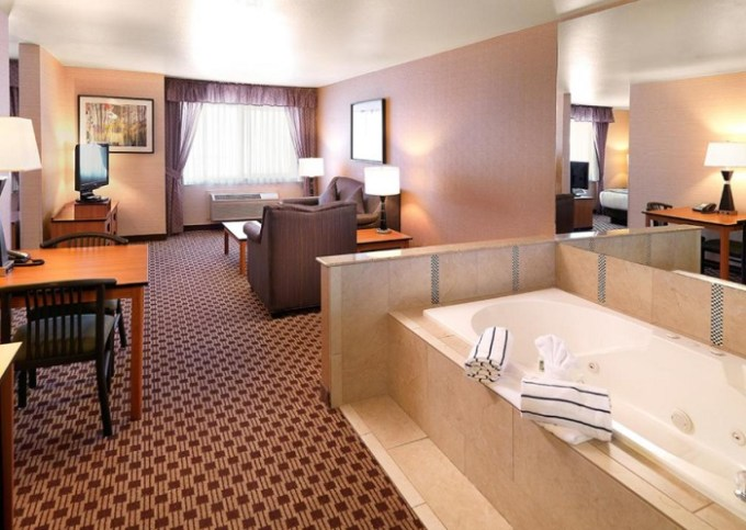 Suite with a hot tub in the room in Crystal Inn Hotel & Suites - Midvalley Hotel, near Salt Lake City, Utah