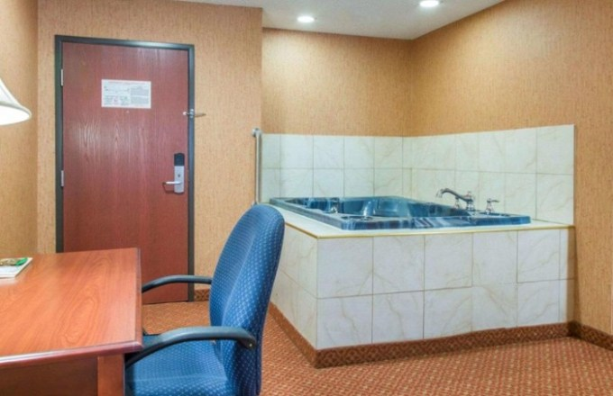 Room with a 2-Person Whirlpool in Quality Inn & Suites Meriden, CT